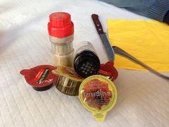 Olivenöl, Essig, Salz und Pfeffer im Restaurant