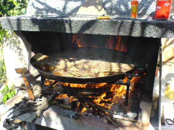 Paella beginnt Kochen