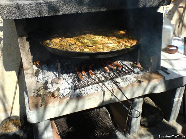 Bratwürste/Salchichas und Paella