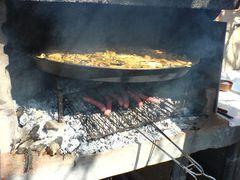 Bratwürste/Salchichas unter der Paella