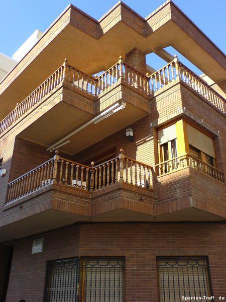 Holz-Häußer-Fassade
