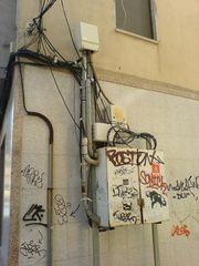 Trafo an Häuserfassade