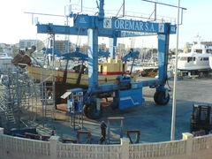 Bootsbau mit Transportkran