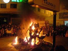 Abbrennen der Fallas Figuren in Benicarló