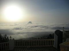 Über den Wolken... darunter die Spitze des Penion Ifach