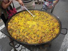 Servier bereite Paella