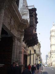 P4200022 (In Lima cerca de Plaza de Armas) Einen solchen Balkonvorbau habe ich in Spanien noch nicht gefunden.