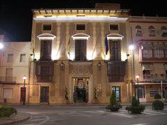 Rathaus von Benicaró bei Nacht