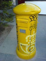Spanischer Briefkasten mit Graffiti