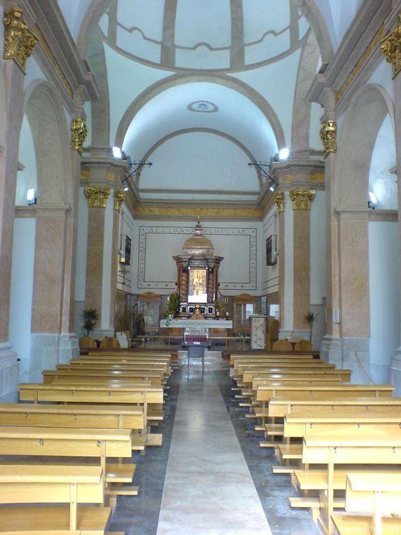 Innenansicht der Kirche von Peñíscola