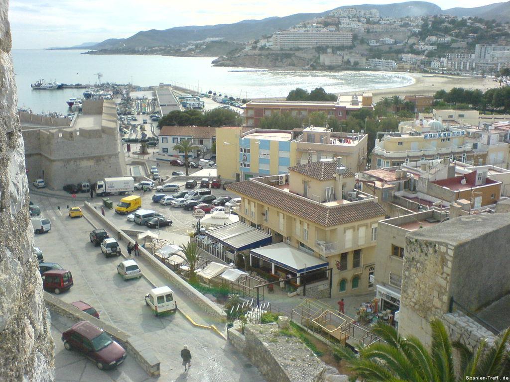 Hafen, Berge und Stadtmauer von  Peñíscola