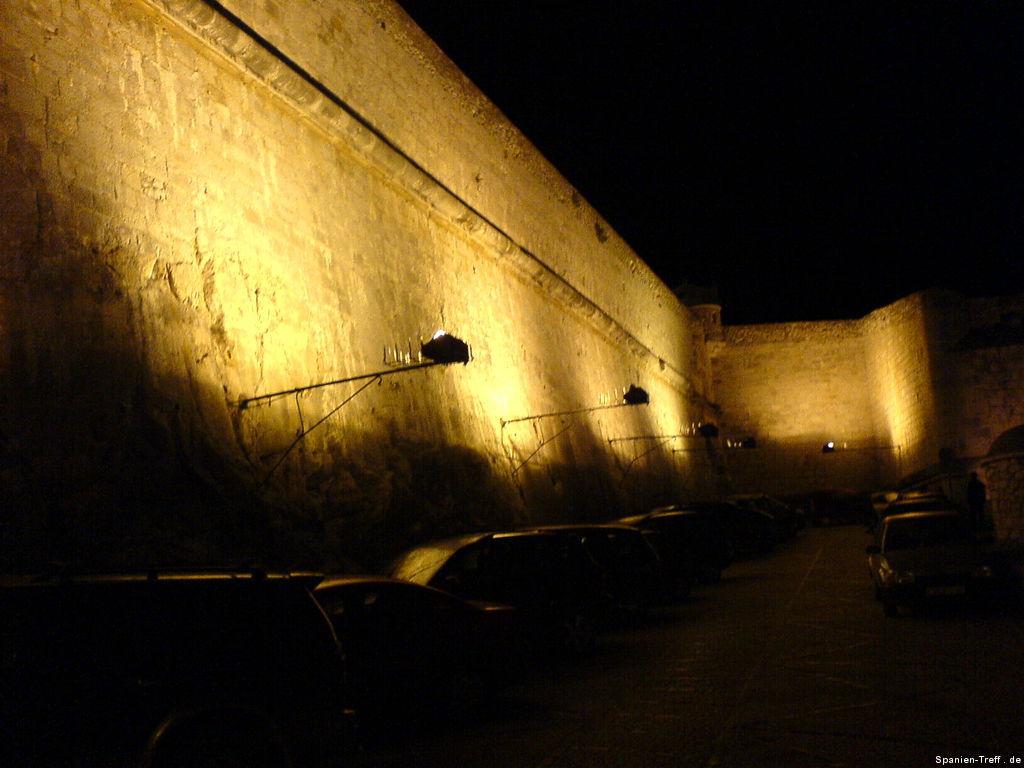 Nachtansicht der Stadtmauer von Peñíscola