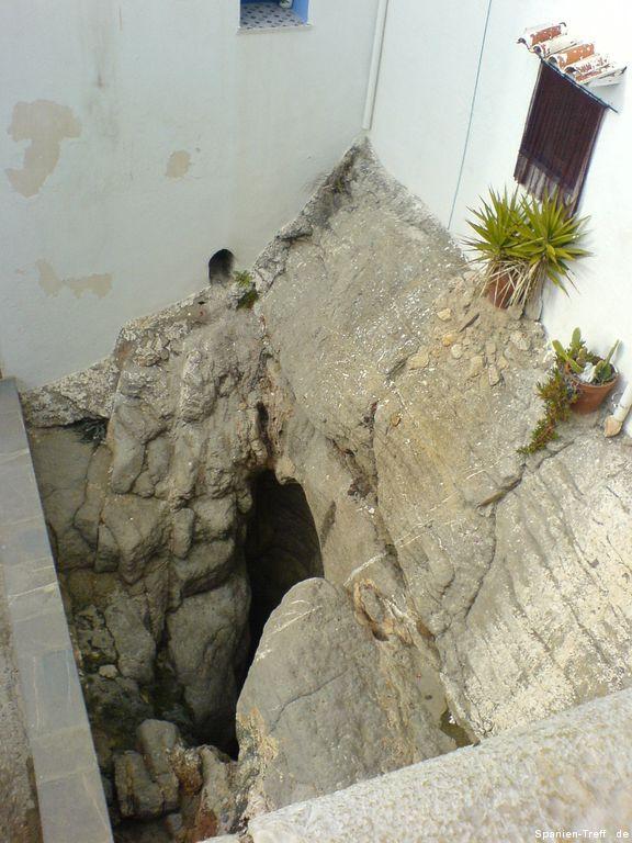 Felsspalt und Wasserschlund von Peñíscola