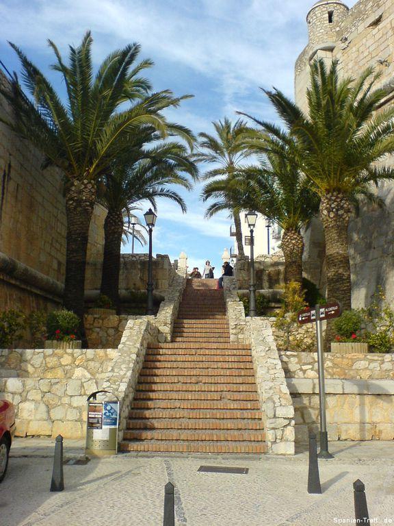 Treppe mit Palmen bei Peñíscola
