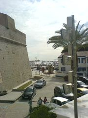 Blick zum Hafen von Peñíscola und Waschbecken
