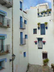 Häuser am Wasserschlund von Peñíscola