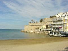 Strand und Stadtmauern von Peñíscola