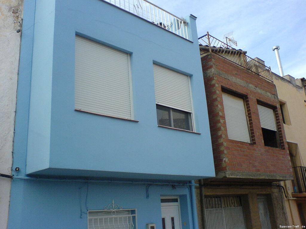 Blaues Haus + Unfertiges Haus