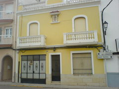 Gelbes Haus mit Marienbildnis