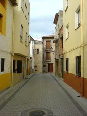 Straße in Gelb- und Ockertöne