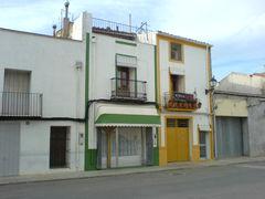 Gelb und Grün umrandete Häuser