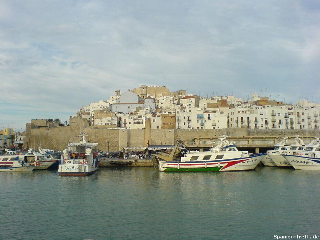 Der Hafen von Peñiscola vom Meer aus