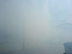 In Rauch gehölter Platz der Mascletà