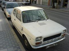 Weißer Seat 127 Dreitürer in Benicarló