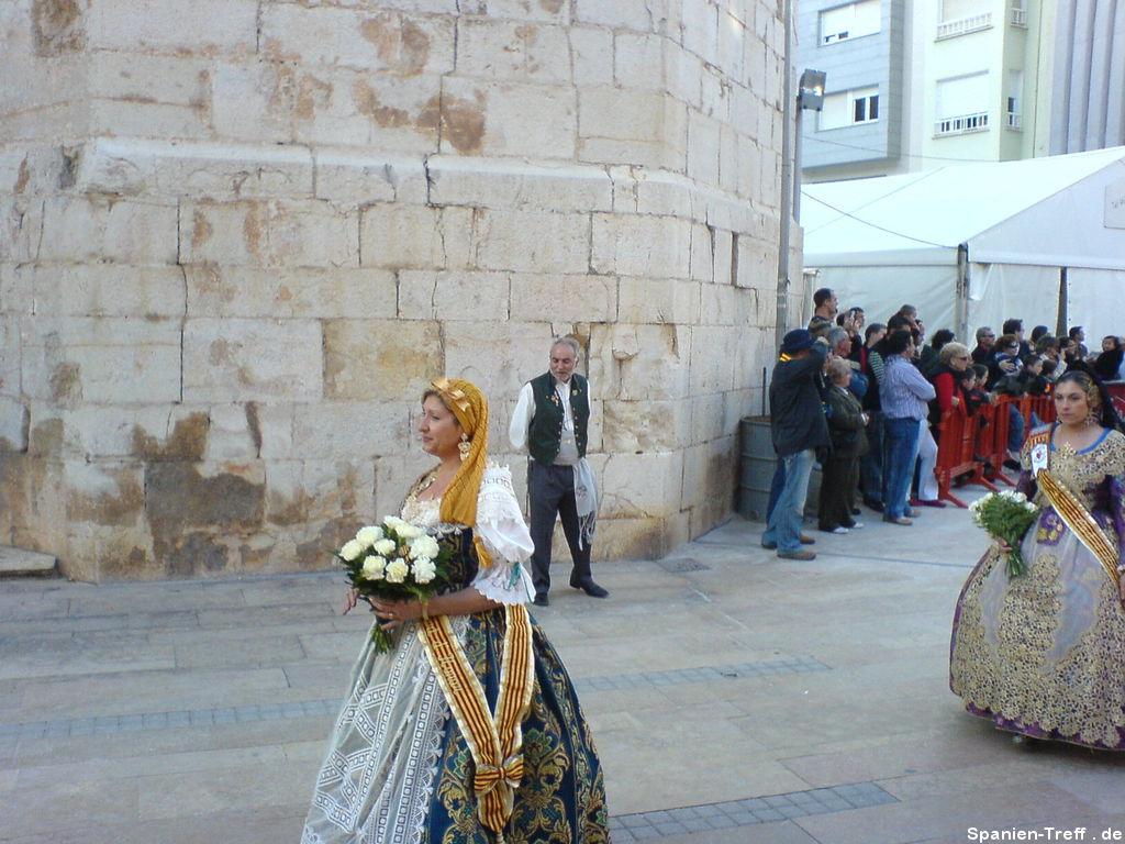 Frau mit traditionellenr spanischer Tracht.