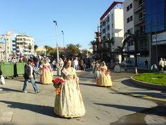 Frauen in traditionellen, spanischen Trachten