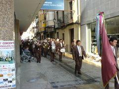 Musiker marchieren durch die Straßen