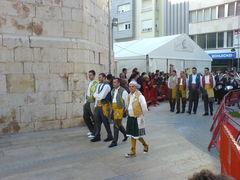 Männer in traditionellen, spanischen Trachten.