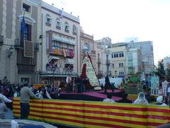 Die fertig mit Blumen geschmückte Virgen de los Desamparados