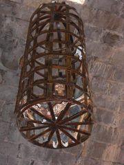 Skelett im Folter-Käfig