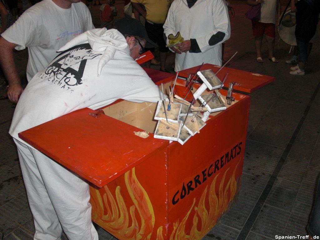Correfoc - Die Feuerkiste mit Feuerutensilien