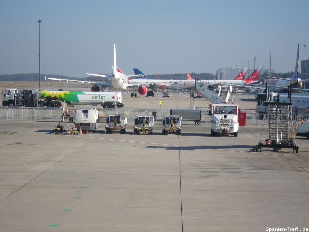 Flugzeuge auf dem Flughafen Frankfurt Hahn