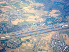 Ein Flughafen von der Luft aus
