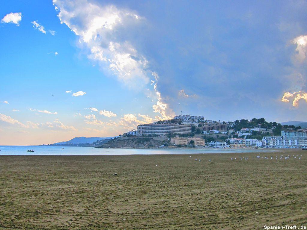 Gewitterwolken in den Bergen von Peñíscola