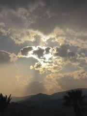 Bewölkte Sonne