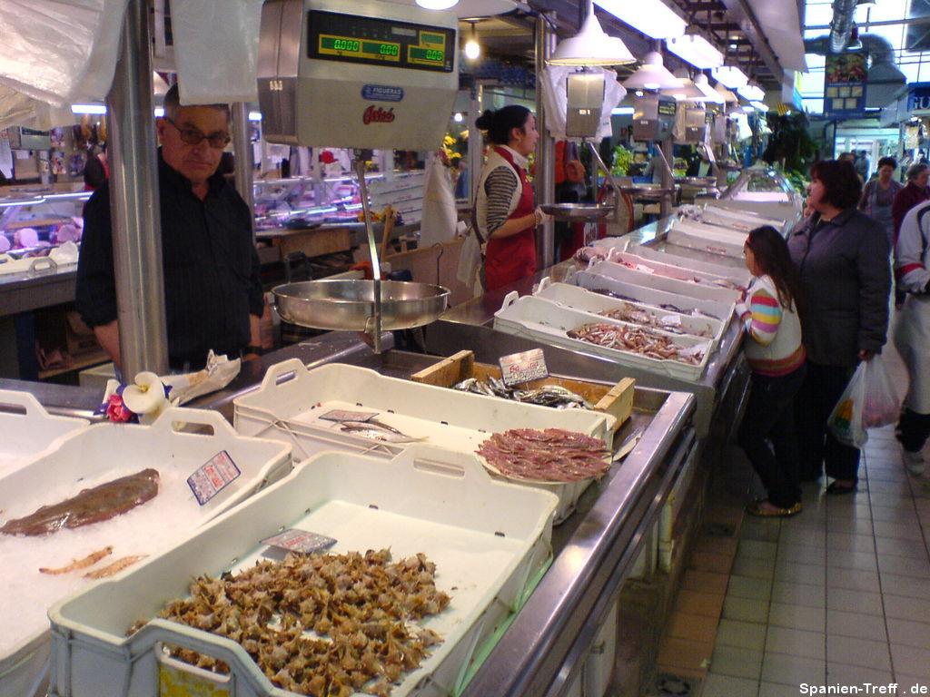 Fischstand in der Markthalle