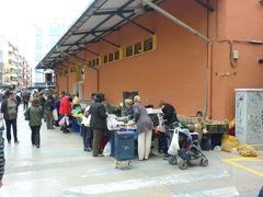Verkaufsstände an der Markthalle