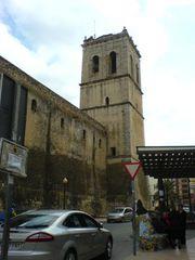 Kirche und Bushaltestelle