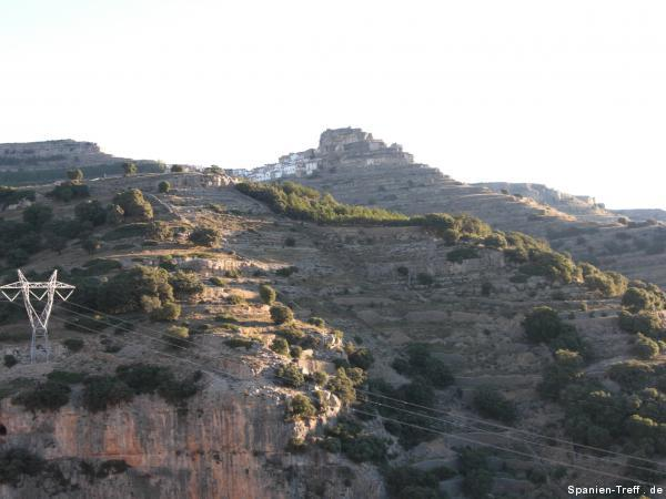 Berg mit Stadt, Dorf.