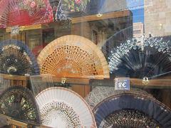 Spanische Fächer in einem Geschäft in Valencia