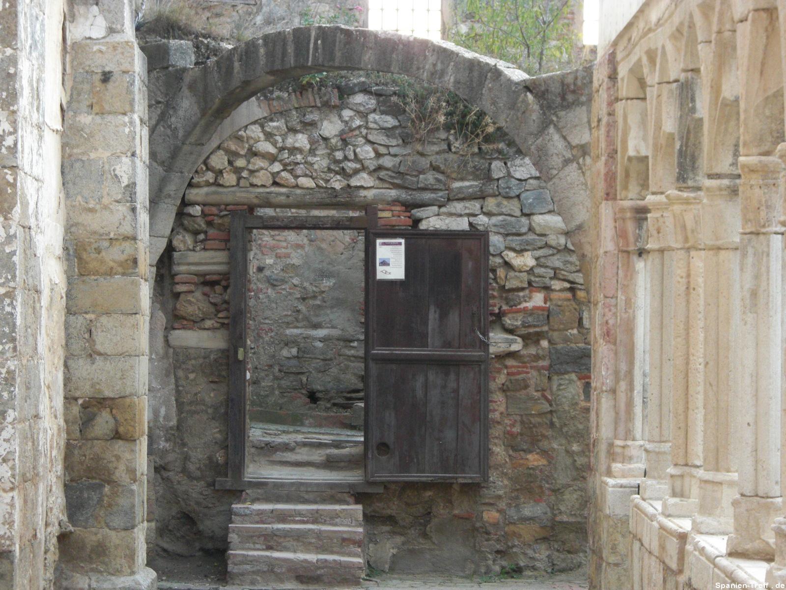 Tor und Tür im Rosengarten bei Morella